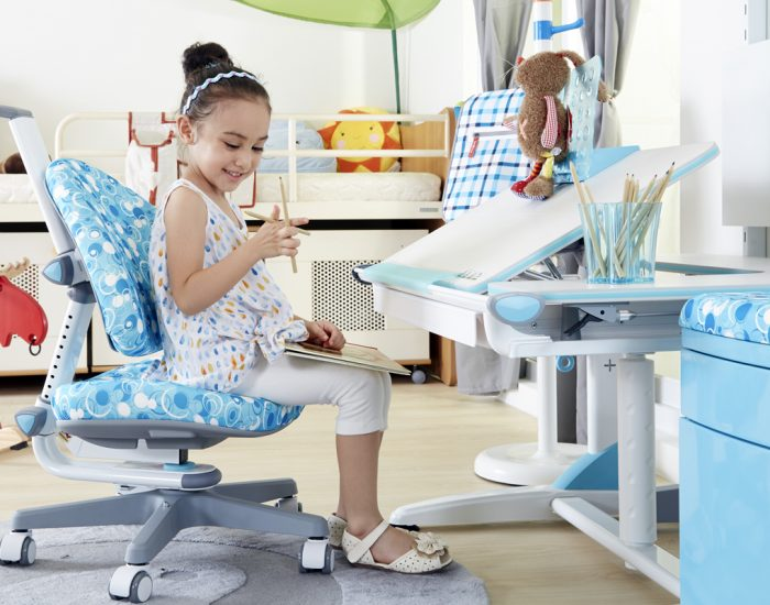 Tips you need before buying a study table online for your child